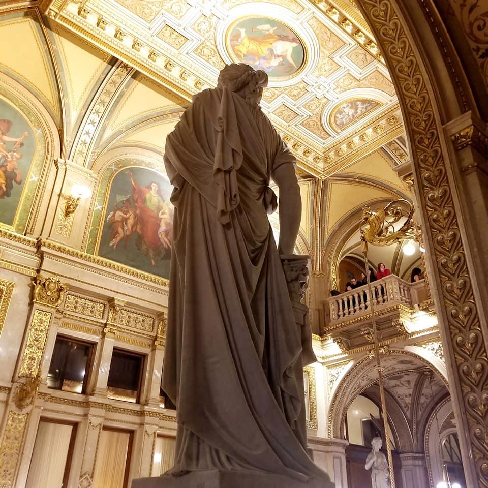 Statue inside the Wien Staatsoper