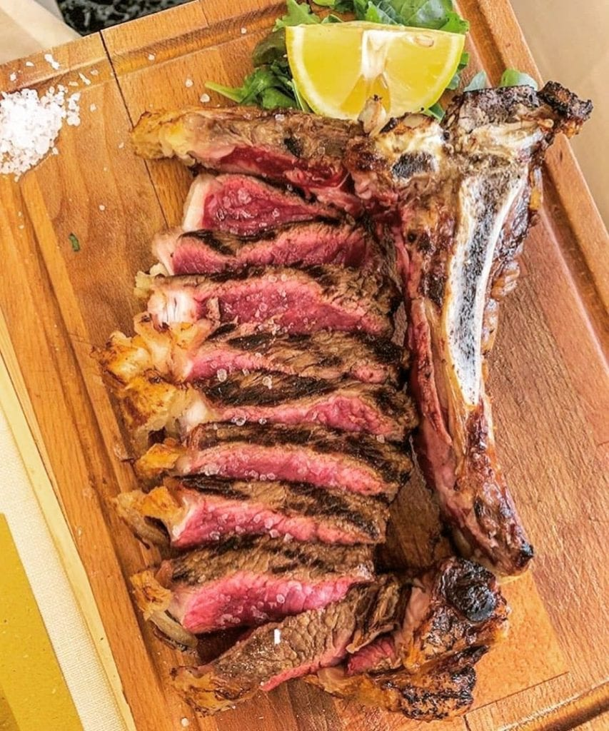 Bistecca alla Fiorentina, the traditional way to have a steak in Italy.