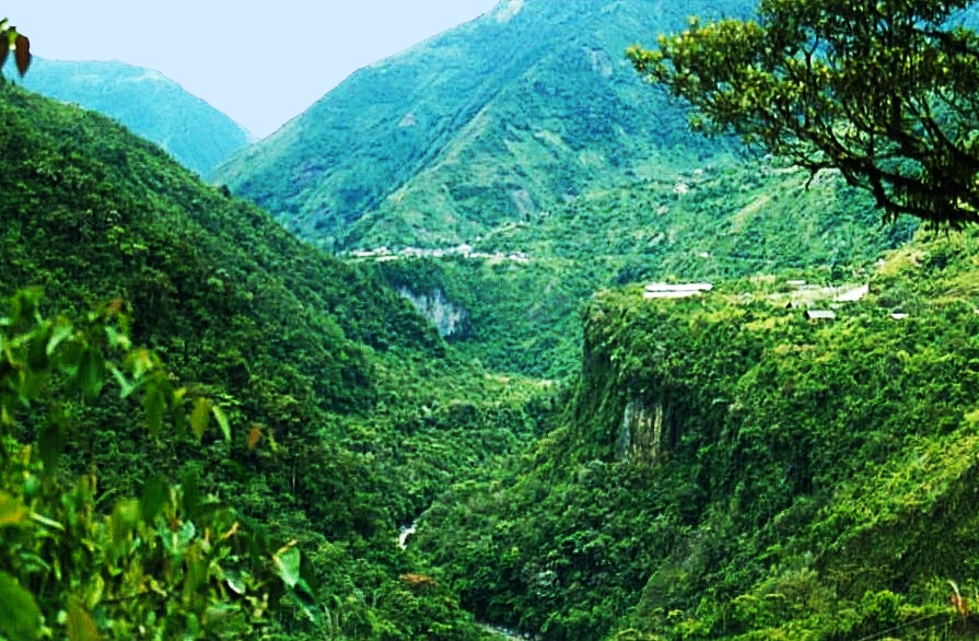 Banos gorge in Banos de Agua Santa, where to have adventure in Ecuador taking the route of the waterfalls.