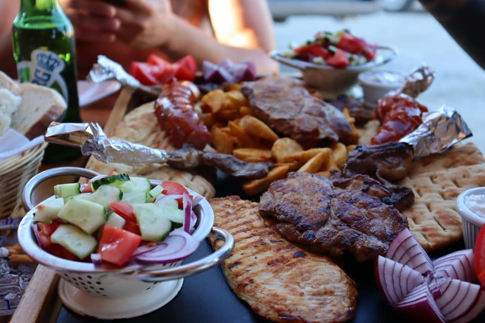 Platter of mixed grilled meats and vegetables in Vama Veche.