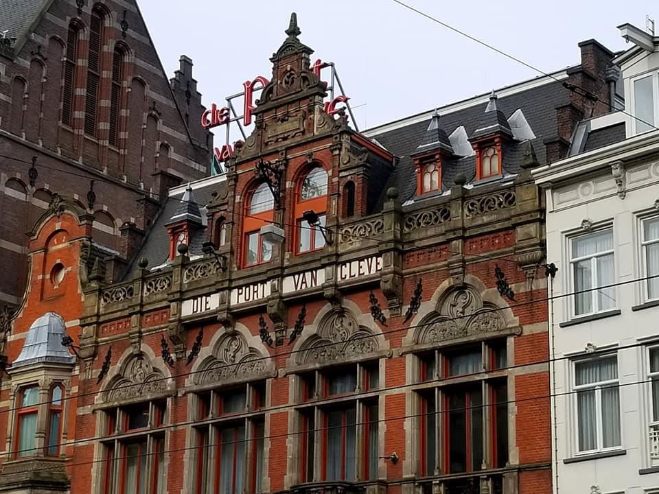 Restaurant Die Port Van Cleve exterior façade.