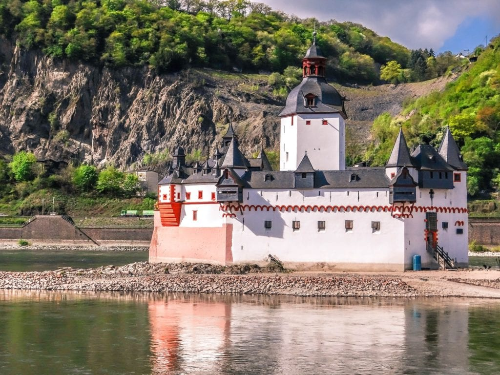 Small, ship-shaped castle on the Rhine in Germany.