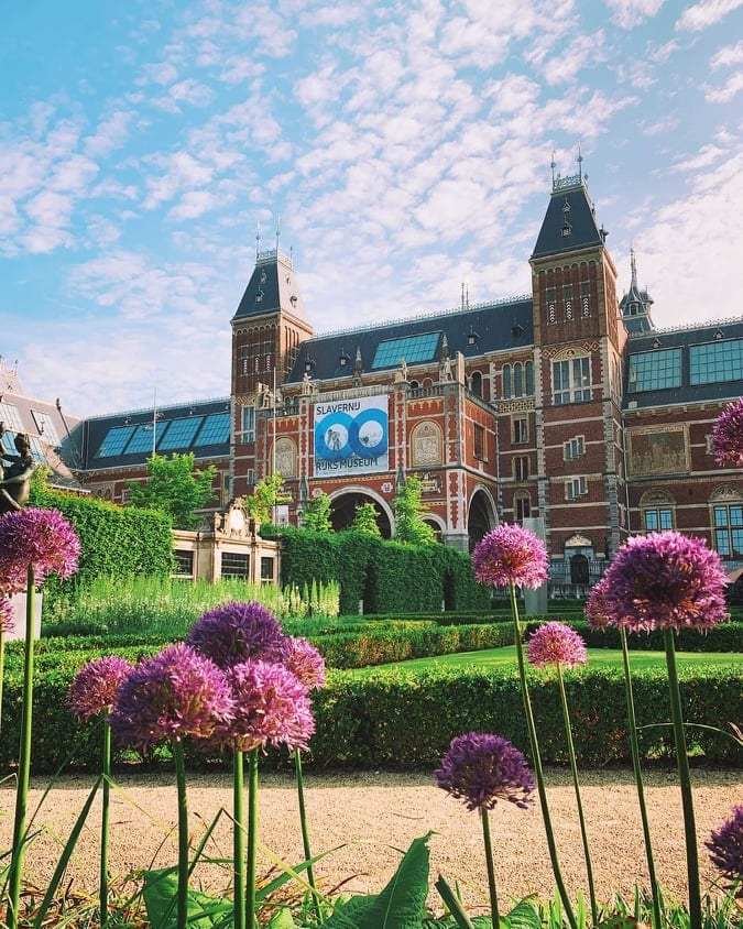Rijksmuseum, one of the best museums in Amsterdam with flowers in the foreground.